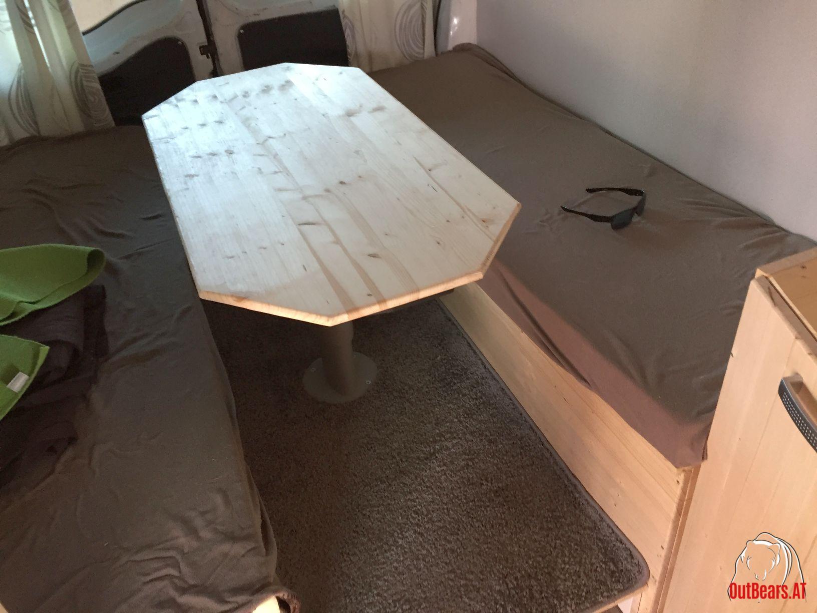 Höhenverstellbarer Tisch