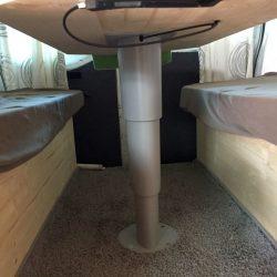 Höhenverstellbarer Tisch-Kesseböhmer Primero Comfort HPK Einsäulenhubtisch